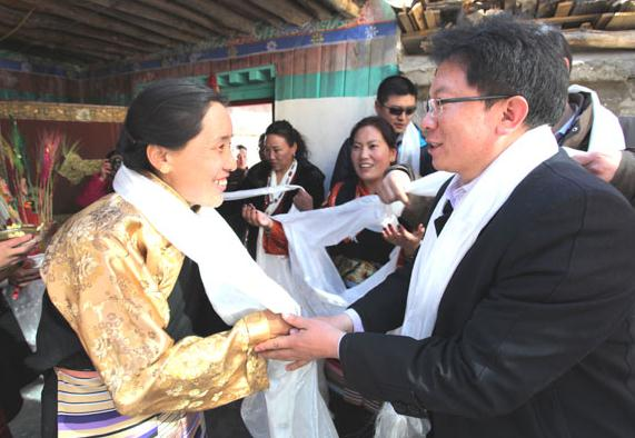 Couple boost life, culture in Tibet