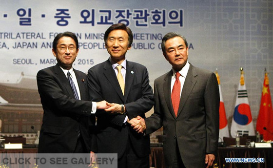 Chinese Foreign Minister Wang Yi(R), Foreign Minister of the Republic of Korea (ROK) Yun Byung-Se(C), Japanese Foreign Minister Fumio Kishida, pose for a group photo prior to the 7th Trilateral Foreign Ministers' Meeting of China, South Korea and Japan in Seoul, South Korea, on March 21, 2015. (Xinhua/Yao Qilin)