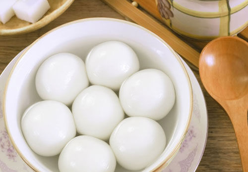 ... bean paste, walnut and dried fruits. Tangyuan served on Dongzhi are
