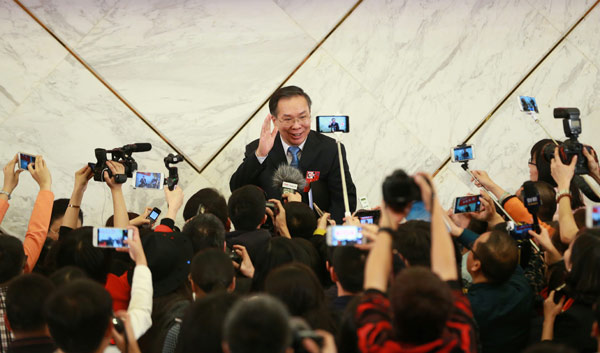 Wang Guoqing, spokesman for the annual session of the Chinese People's Political Consultative Conference National Committee, greets the media at a news briefing in Beijing on Wednesday. (Photo by Zou Hong/China Daily)