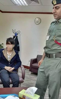 A 16-year-old Chinese boy (L) is caught at Dubai's airport. (Photo/Chengdu Business Daily)