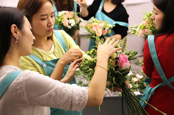 Florists at work in Floral Keys, a Shanghai-based flower supplier. (Photo provided to China Daily)