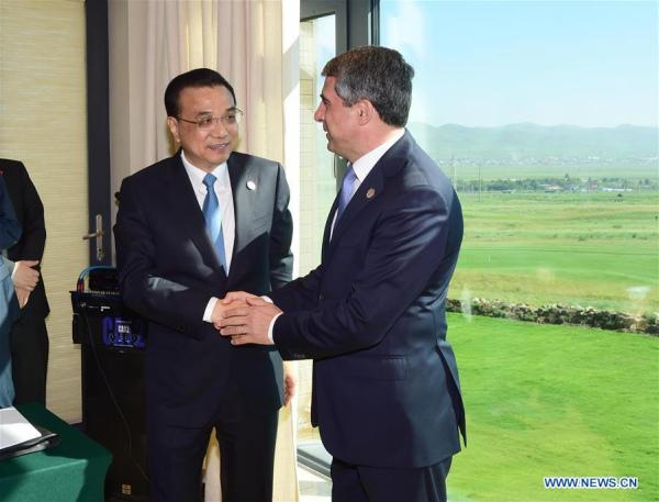 Chinese Premier Li Keqiang (L) meets with Bulgarian President Rosen Plevneliev in Ulan Bator, Mongolia, July 16, 2016. (Xinhua/Zhang Duo)