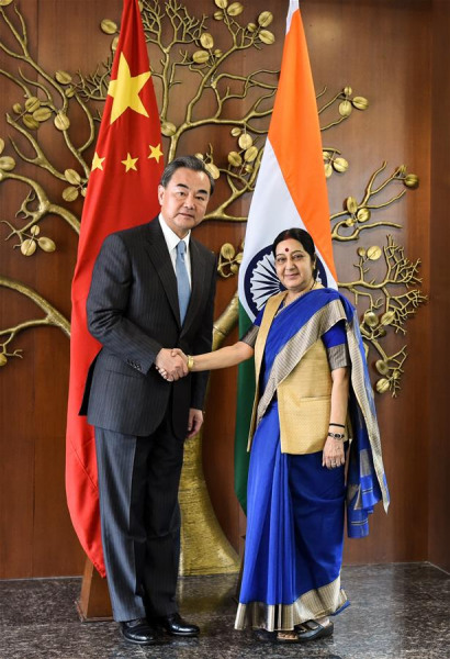 Chinese Foreign Minister Wang Yi (L) shakes hands with Indian Minister of External Affairs Sushma Swaraj in New Delhi, India, Aug. 13, 2016. (Xinhua/Bi Xiaoyang)