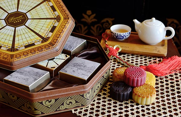 Peace Hotel in Shanghai has prepared a selection of mooncake gift boxes with an art deco touch. (Photo provided to China Daily)