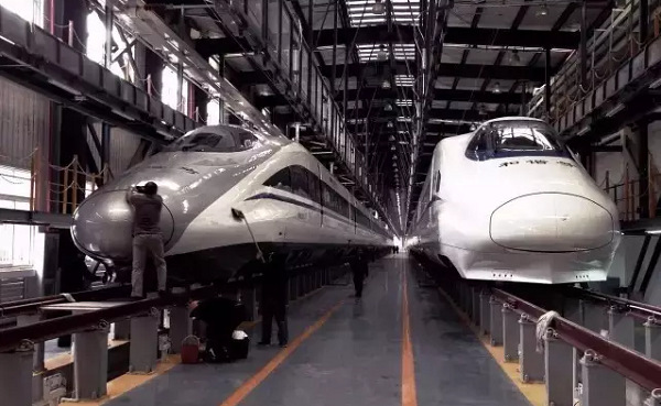 New China Railway High-speed (CRH) trains that will be used on the new railway connecting Shanghai Hongqiao Station and South Kunming Station in Yunnan province sit in a storage facility, ready to begin operation on Jan 5. (Photo provided to China Daily)
