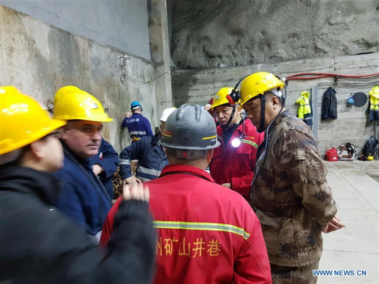 Photo released by the Chinese embassy in Albania shows counsellor Bai Yunbin (2nd R) and defense attache Liu Xingjiang (1st R) coordinate the rescue operation in the town of Bulqiza, north Albania, on Feb. 5, 2017. (Photo/Xinhua)