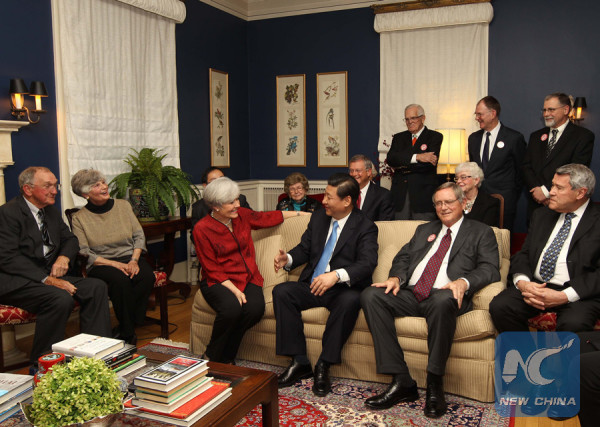 Photo taken on Feb. 15, 2012 shows Xi Jinping (3rd R, front), then Chinese Vice President, joined dozens of Americans for tea at a local house owned by his old friend Sarah Lande (3rd, L) in Muscatine, Iowa, the United States. (Xinhua/Lan Hongguang)
