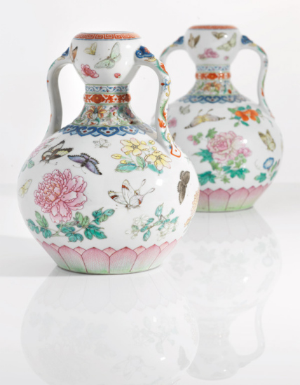 Rare Pair Of Qinglong Dynasty Vases Set To Fetch 2m Pounds In Uk Auction