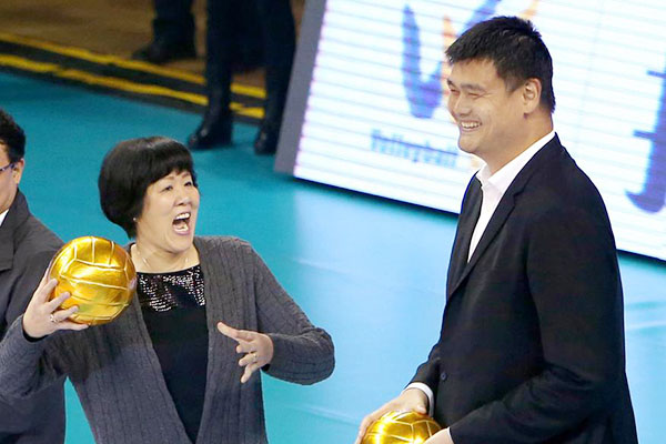Lang Ping and Yao Ming open a volleyball match in Shanghai in this Oct 28, 2016 file photo. (Photo/Xinhua)