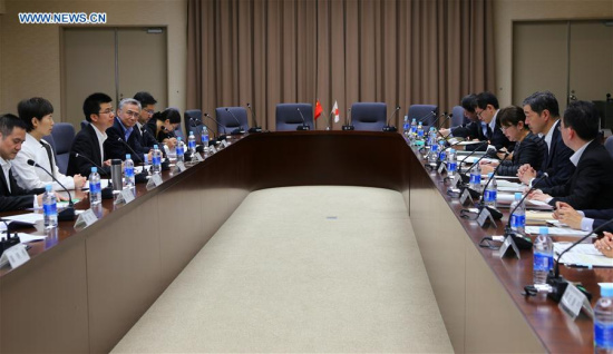 Chinese Vice Minister of Commerce Gao Yan (2nd L) and Japanese Vice-Minister for International Affairs at the Japanese Ministry of Economy, Trade and Industry (METI) Hirofumi Katase (2nd R) attend a meeting in Tokyo, Japan, June 27, 2017. (Xinhua/Qian Zheng)