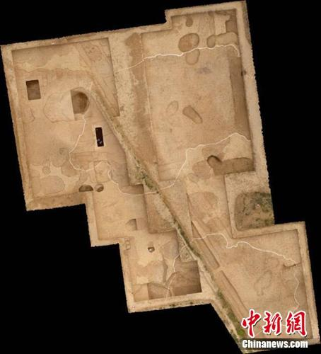 The southeast corner of the imperial palace discovered at the Taosi relic site in Xiangfen County of north China's Shanxi Province. (Photo provided by local institute of archaeology)
