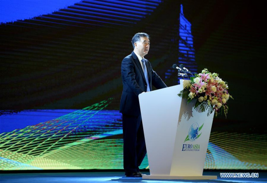 Chinese Vice Premier Wang Yang delivers a keynote speech during the opening ceremony of the 2017 Euro-Asia Economic Forum in Xi'an, capital of northwest China's Shaanxi Province, Sept. 21, 2017. (Xinhua/Liu Xiao)