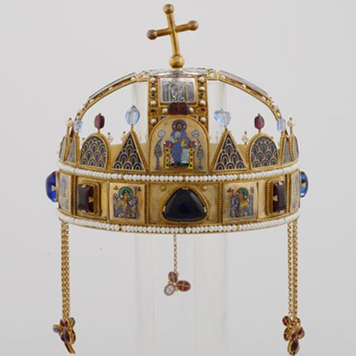 A royal Hungarian crown (Photo/Courtesy of the Palace Museum)