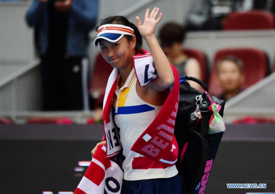 Peng Shuai of China waves to the spectators after she retired due to injury inthe women's singles third round match against Jelena Ostapenko of Latvia at the China Open tennis tournament in Beijing on Oct. 5, 2017. (Xinhua/Zhang Chenlin)