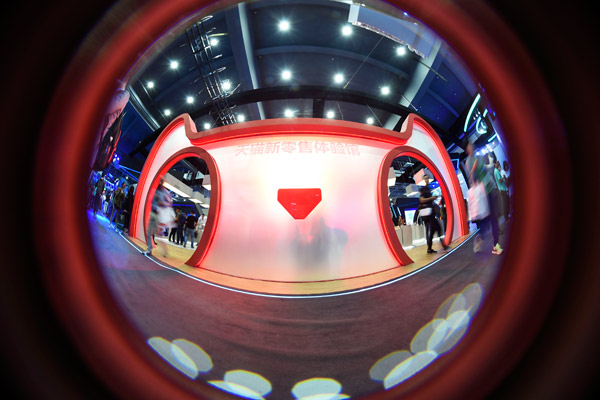 A fish-eye view of customers experiencing 'New Retail' hall of Tmall in Hangzhou in October. (Photo by Li Zhong/For China Daily)
