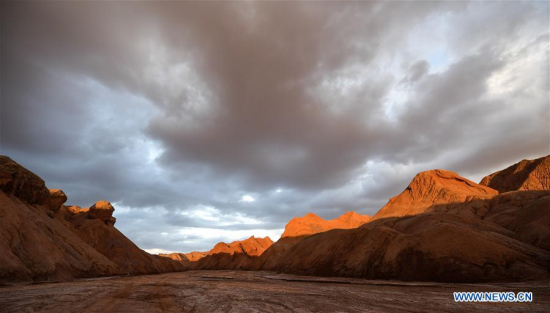Photo taken on Aug. 18, 2017 shows red rock area of the Qaidam basin in Haixi of northwest China's Qinghai Province. (Xinhua/Wu Gang)
