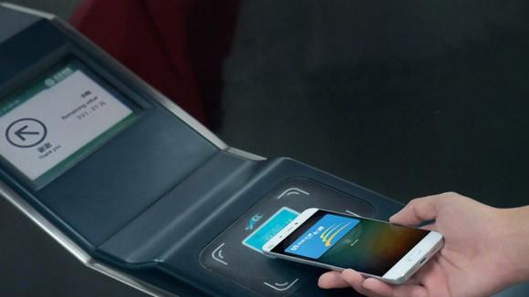 Beijing Subway's phone pass demo  (Photo/Beijing Subway)