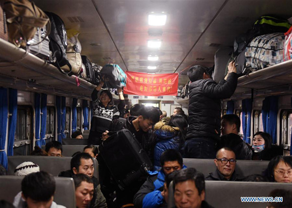 Passengers are seen on a train to Chongqing at Beijing Railway Station in Beijing, capital of China, Feb. 1, 2018.  (Xinhua/Zhang Chenlin)