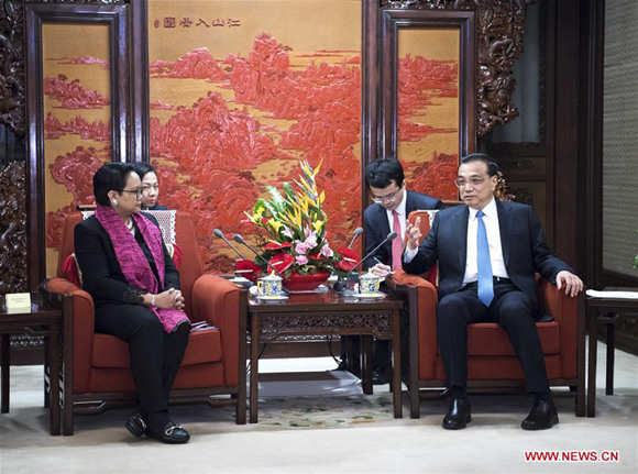 Chinese Premier Li Keqiang (R) meets with Indonesian Foreign Minister Retno Marsudi in Beijing, capital of China, Feb. 9, 2018. (Xinhua/Li Tao)