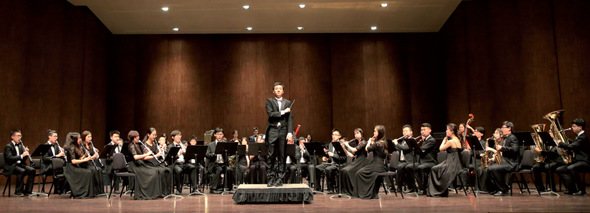 The Tsinghua University Symphonic Band plays in the Meany Center at the University of Washington campus on Tuesday. The concert is part of the 30th Annual University of Washington Pacific Northwest Band Festival. (PROVIDED TO CHINA DAILY)