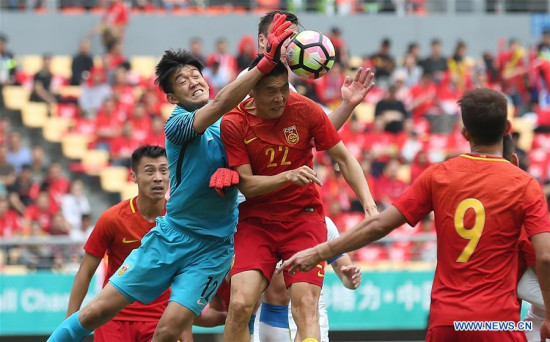 Yan Junling (1st L), goalie of China, saves during the match between China and the Czech Republic at the 2018 China Cup International Football Championship in Nanning, capital of south China's Guangxi Zhuang Autonomous Region, March 26, 2018. (Xinhua/Cao Can)