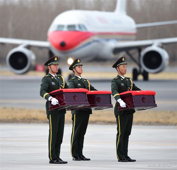 Soldiers carry coffins containing remains of the Chinese People's Volunteers (CPV) killed in the Korean War, at the Taoxian International Airport in Shenyang, capital of northeast China's Liaoning Province, March 28, 2018. The remains of 20 Chinese soldiers killed in the 1950-53 Korean War were returned to China from the Republic of Korea (ROK) Wednesday. A ceremony was held at the airport to welcome back the remains. (Xinhua/Yang Qing)