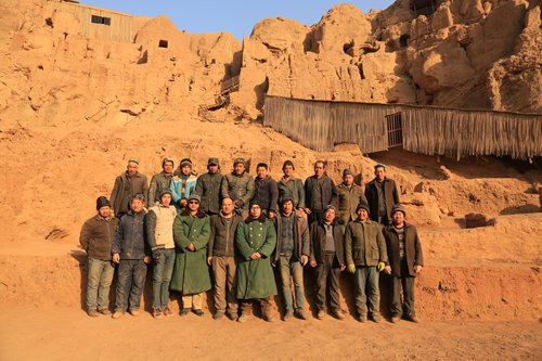 Archeologists at the Tuyugou Grottoes site pose for a picture. (Photo/Courtesy of Xia Lidong)