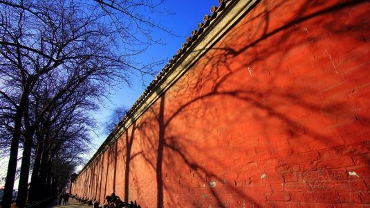 'Red wall' opens doors in Beijing