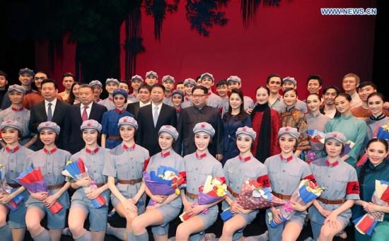 朝鲜最高领导人观看中国艺术家演出的芭蕾舞