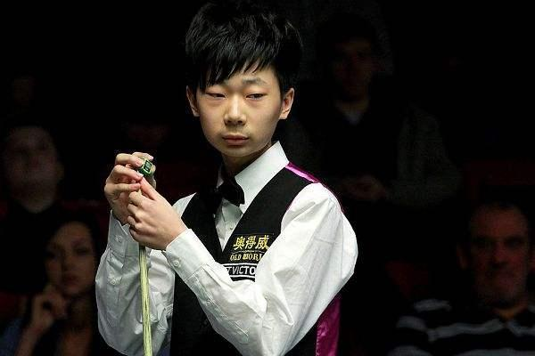 China's Lyu upsets Fu to reach last 16 at snooker worlds