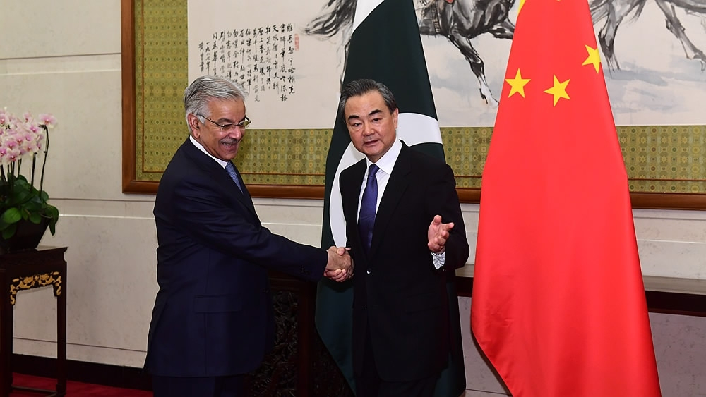 SCO FMs' meeting: Wang Yi holds talks with Pakistani FM