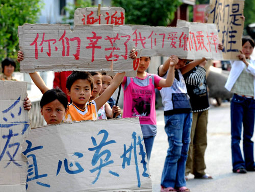 Banner-holding boy in Sichuan quake becomes medical student