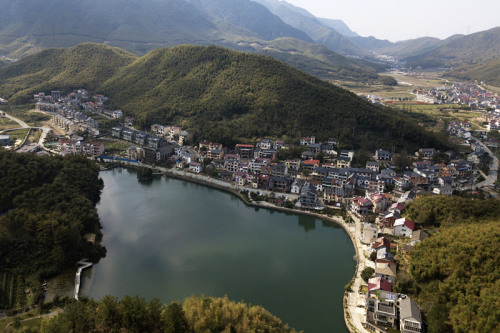 Huzhou swaps pollution for profits