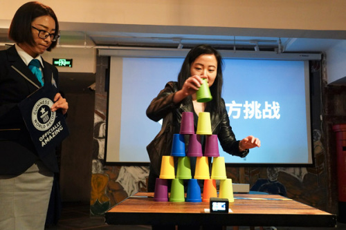 A Guinness World Records official supervises a cup-stacking challenge at a news conference on Wednesday. (Photo by Gao Erqiang/China Daily)