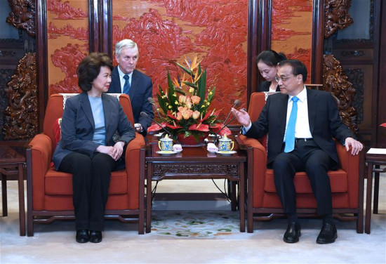 Chinese Premier Li Keqiang (R) meets with Elaine Chao, the U.S. secretary for transport, who is in Beijing for the ninth annual meeting of the China-U.S. Transportation Forum, in Beijing, capital of China, April 26, 2018.(Xinhua/Rao Aimin)