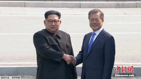 North Korean leader Kim Jong Un (L) shakes hands with South Korean President Moon Jae-in at the inter-Korean summit at the truce village of Panmunjom, in this still frame taken from video, South Korea April 27, 2018. (Photo/Agencies)
