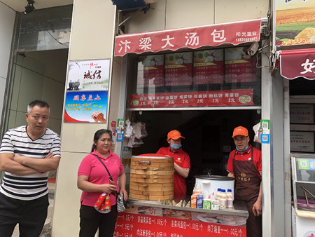 Man gets refund after mistakenly paying 147k yuan for snack