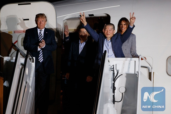 Three U.S. detainees arrive in Washington from DPRK