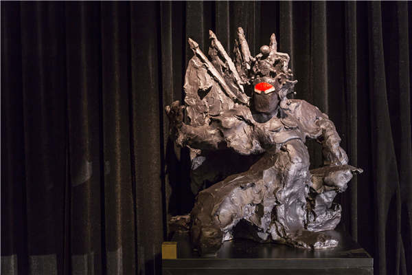 Artist honors Peking Opera characters that sculpted his childhood
