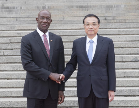 Chinese Premier Li Keqiang (R) holds a welcome ceremony for Prime Minister Keith Rowley of Trinidad and Tobago before their talks in Beijing, capital of China, May 14, 2018. (Xinhua/Wang Ye)