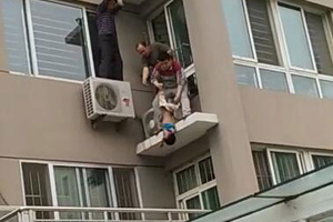 Toddler, caught in midair, survives 5-story fall