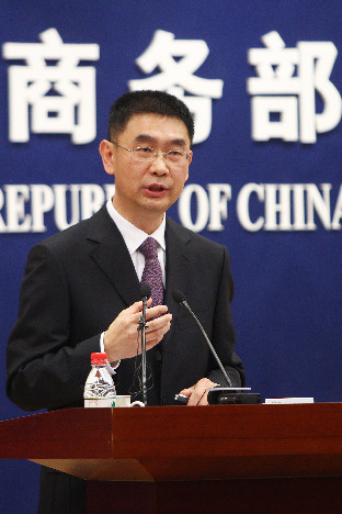Ministry of Commerce spokesman Yao Jian speaks at a press conference in Beijing.