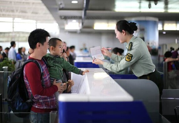 A Chinese family undergoing passport checks ahead of an overseas trip at the airport in Qingdao, Shandong province. There were more than 1 billion outbound tourists globally in 2013, and one in 10 of those travelers was Chinese. XIE HAO/CHINA DAILY