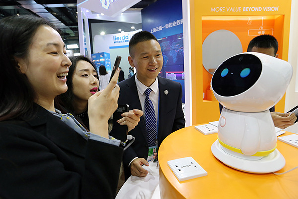 Business leaders see net transforming China Inc