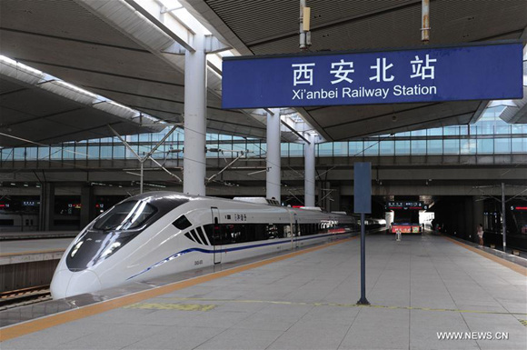 The bullet train D2685 leaves Xi'an North Railway Station in Xi'an, northwest China's Shaanxi Province, July 9, 2017.(Xinhua/Zhang Bowen)
