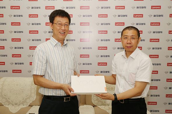He Zhiqiang, president of Lenovo Capital and Incubator Group, and Sun Zhongchun, general manager of Haima Car Co Ltd, at a news conference in Zhengzhou, Henan province, Aug 16, 2017.