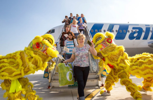 Russian tourists arrive in Sanya, Hainan Province. (Photo by Wu Haoning/For China Daily)