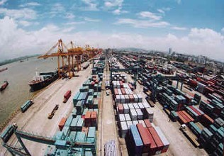 China's foreign trade up 8.9 pct in first four months