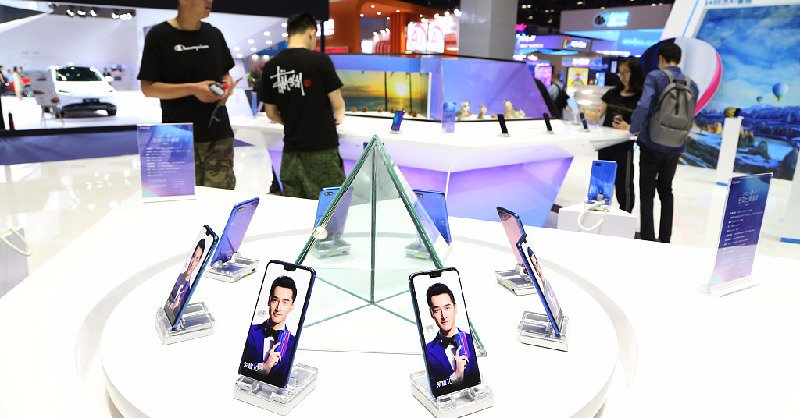 China's smartphone shipments continue to fall in April